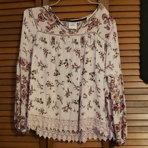 Blouse pink with flowers and lace detail